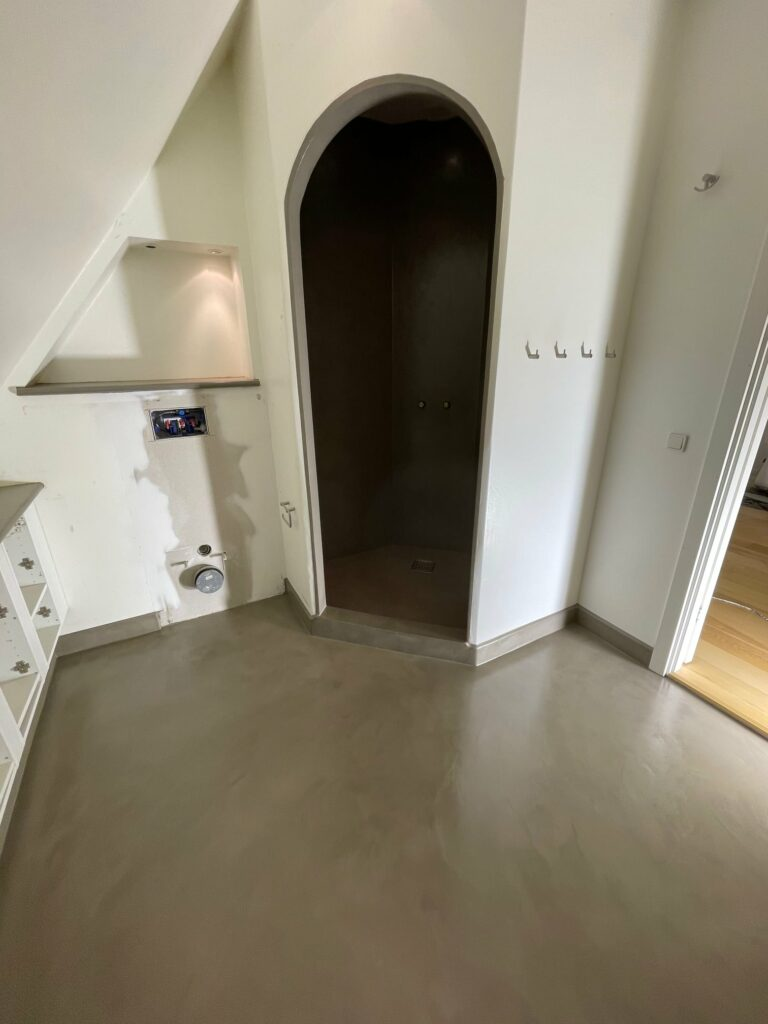Renovering baderum med beton SURFACED